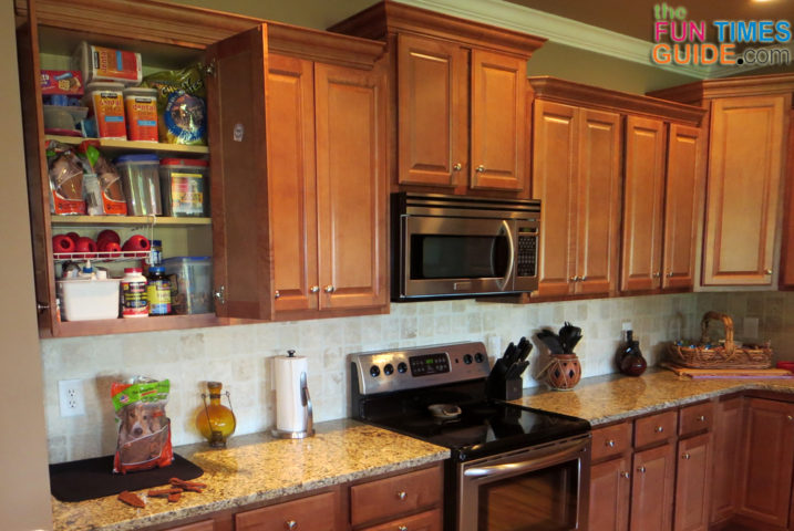 Well known Kitchen Dog Food Storage Ideas: See How This Organized Pet Mom  MX47