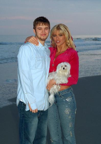 http://dogs.thefuntimesguide.com/images/blogs/anna-nicole-smith-daniel-marilyn.jpg