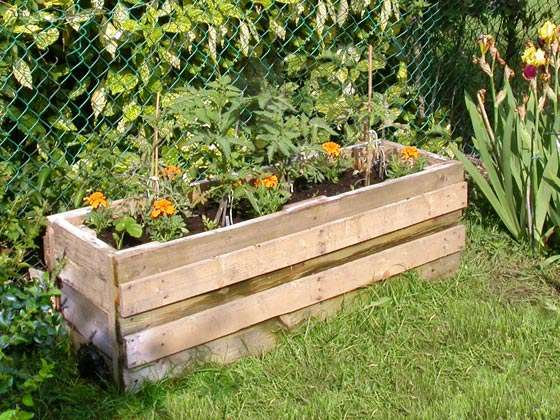 3 Free Container Garden Plans Using Reclaimed Pallets The Green