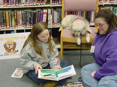 http://dogs.thefuntimesguide.com/images/blogs/therapy-dog-helps-kids-read-by-ShereeK.jpg